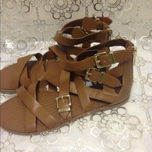 Women's sandals size9/39 new never worn tan color